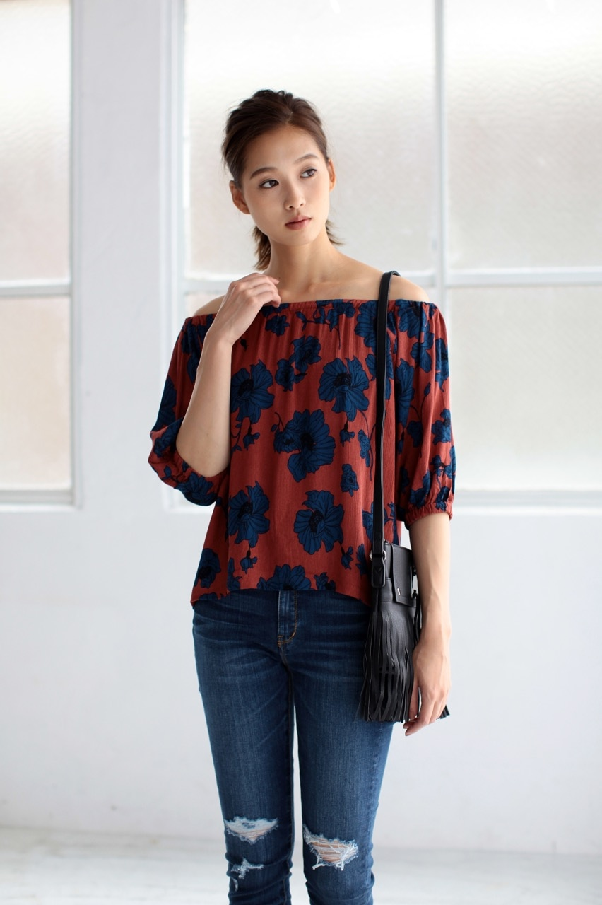 【AZUL BY MOUSSY】花柄オフショルトップス 詳細画像 柄RED 1