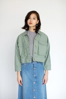 【AZUL BY MOUSSY】バックサテンショートブルゾン