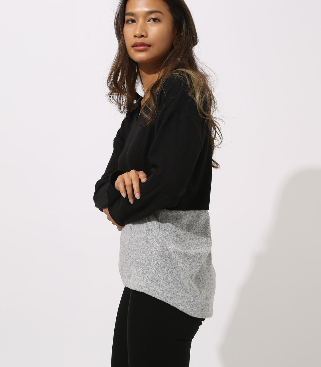 【AZUL BY MOUSSY】BICOLOR V NECK TOPS 詳細画像 柄BLK 2