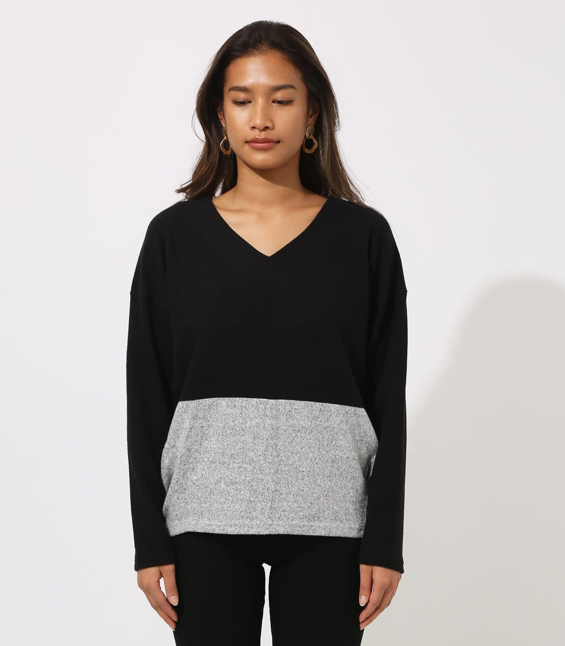 【AZUL BY MOUSSY】BICOLOR V NECK TOPS 詳細画像 柄BLK 5