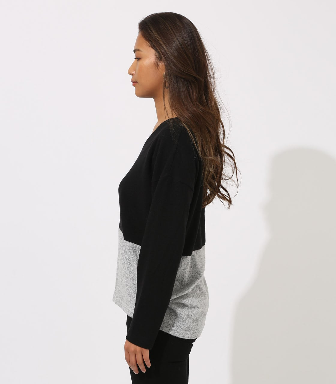 【AZUL BY MOUSSY】BICOLOR V NECK TOPS 詳細画像 柄BLK 6