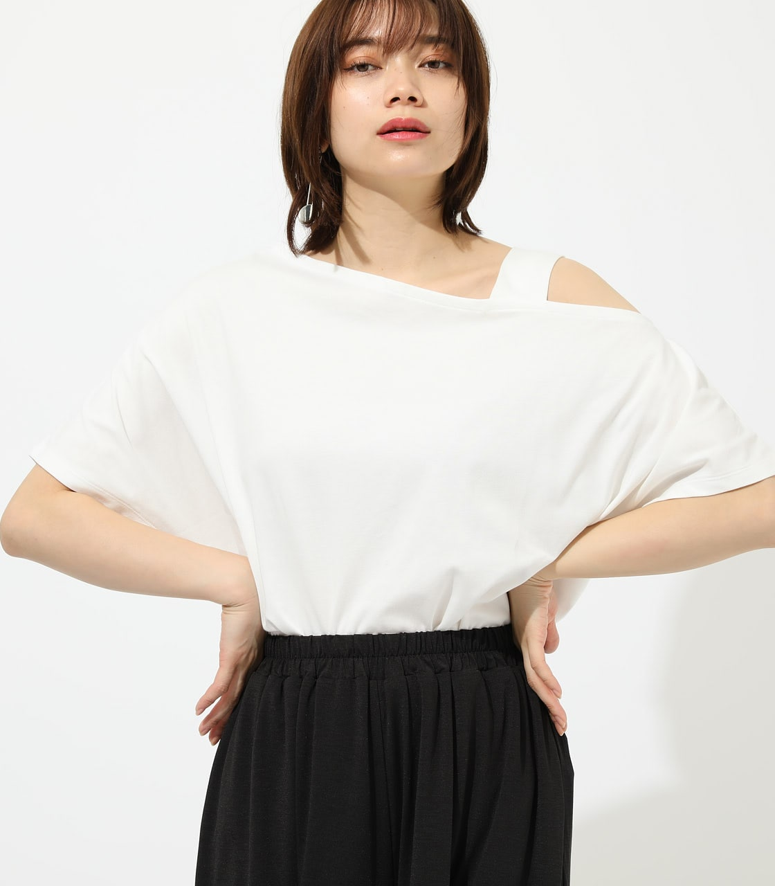 【AZUL BY MOUSSY】ONE SHOULDER CUT TOPS 詳細画像 O/WHT 1