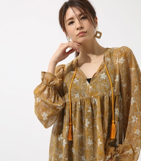 【AZUL BY MOUSSY】楊柳シフォンプリントスキッパーブラウス