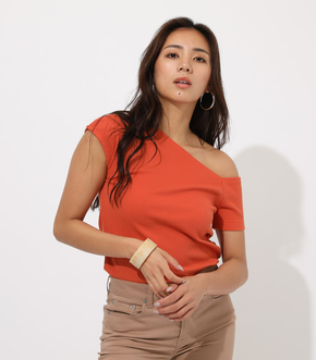 Asymmetry sleeve cut tops